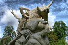 1024-Manor-gardens-cdenholm-hdr-statue